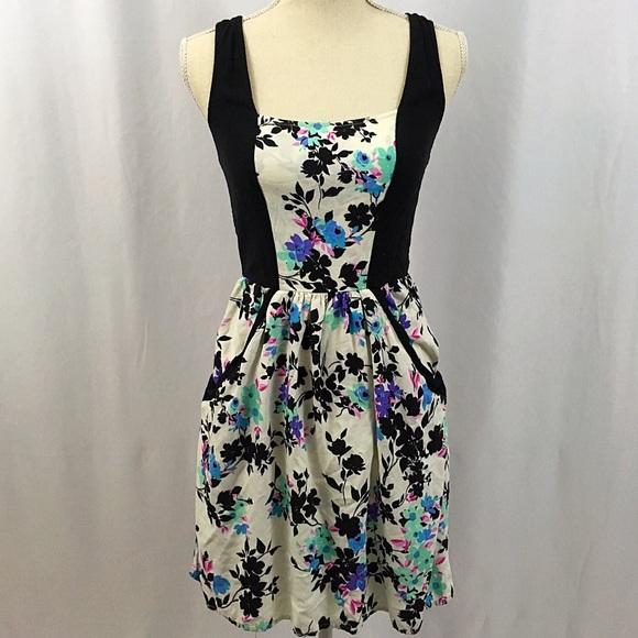 20c2c40f94 Xhilaration Floral Racerback Dress With Pockets. M 5a76a7979d20f09b085af12e